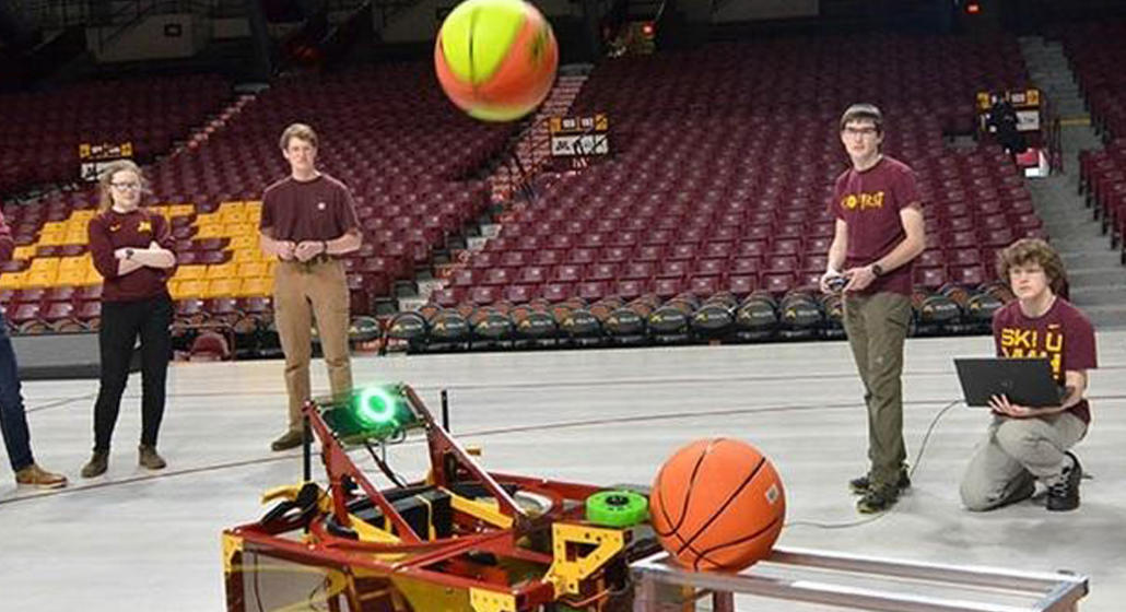 U of M robot to shoot hoops in Land O'Lakes Bot Shot competition